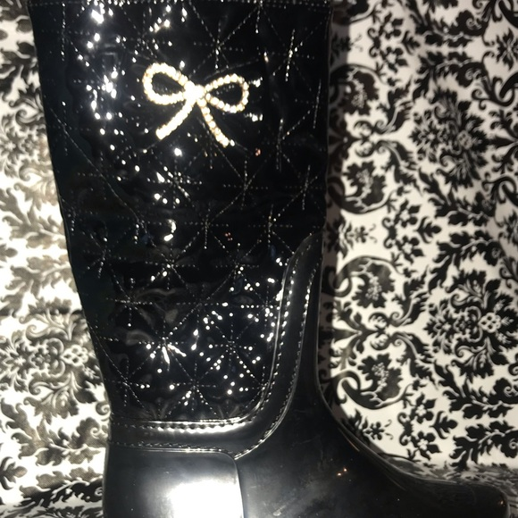 LUCKY TOP Other - OMG!! GORGEOUS RAIN BOOTS BLACK W/BLING SIZE 1